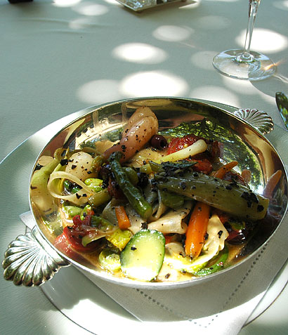 Pasta with vegetables and truffles