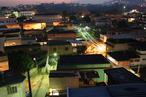 Atardeciendo sobre la favela de Barros Filho