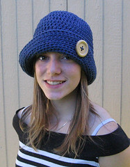 button brim bucket hat