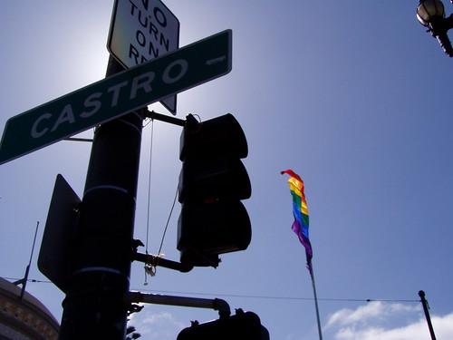 Gay flag ondeando en Castro, Miami, foto por Lito
