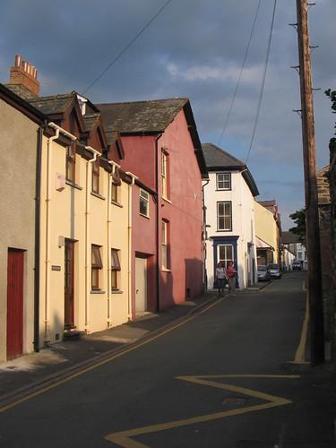 Cymylau tywyll uwch Stryd y Castell, Aberystwyth