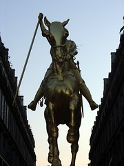 statue of Jean D'arc in the morning