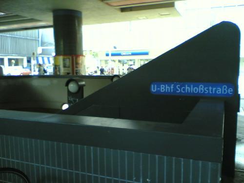 U-Bahn Schloßstraße: mit Steckeranschluss (Totale)