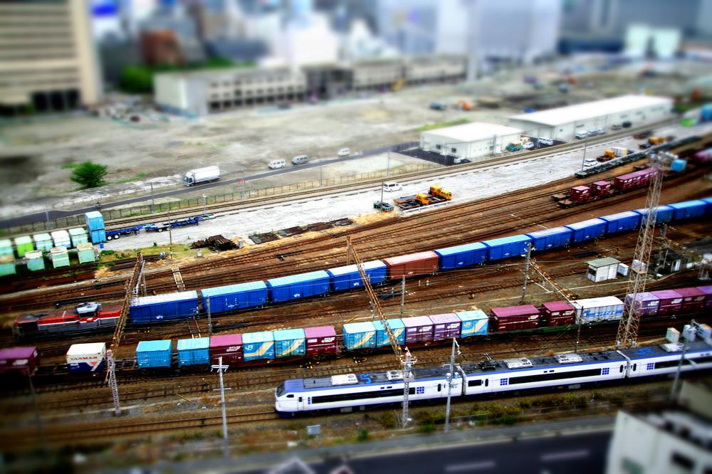 Hakoniwa (freight container & Haruka)