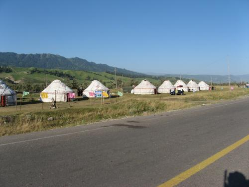 Yurts coming into Narat, western China / カザフ族のユルト - ナラット町付近