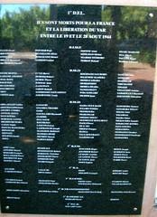 Hyères -Memorial national de la 1ère DFL. Plaque de droite - Fonds Pierre Tropet.