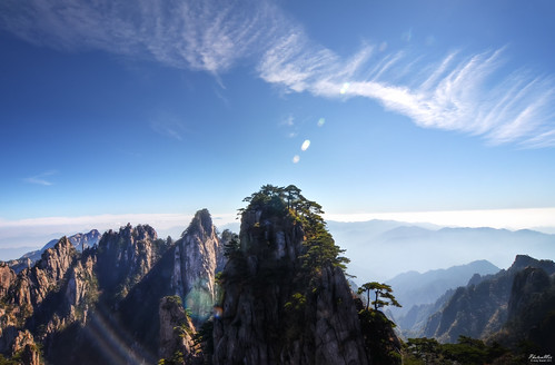 Open Skies (Yellow Mountain Vista - Anhui Province, China) photo by www.PhotonMix.com