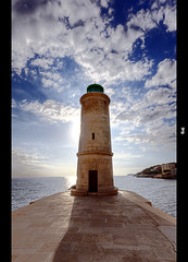 Cassis lighthouse photo by ►▲▲ / Cyril