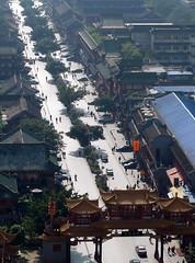 Dazzling Qin Tai Street - 耀眼的琴台路 photo by ulysses68