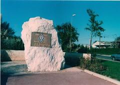 Stèle de la 1ère dfl à Sollies-Pont - Fonds Pierre Tropet