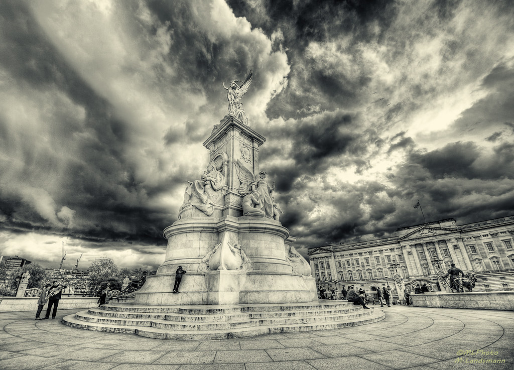 Buckingham Palace photo by .Markus Landsmann