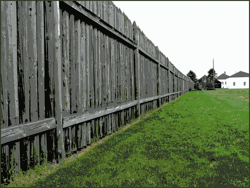 Long Fence photo by ohkayeor (i'm home)