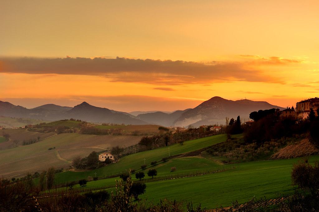 Colline al tramonto photo by emorpi