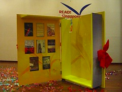 READ! Singapore 2006 Giant book
