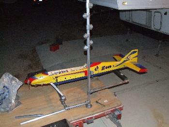Modell-Flugzeug Regal aus Rohrverbindern