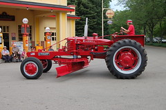 KV Tractor Show 2006 Farmall Road Grader Conversion photo by Corvair Owner