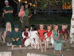 Tiina, Otto, Miina, Anna, Markus, Inka, Iria and Aleksi on a bench
