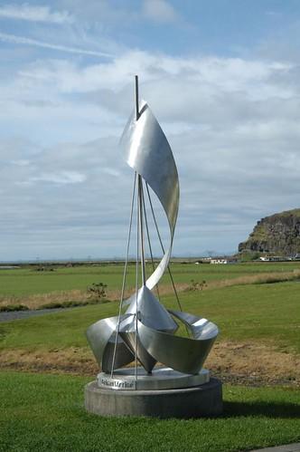 Sculpture_@_Skogafoss,_Iceland.jpg