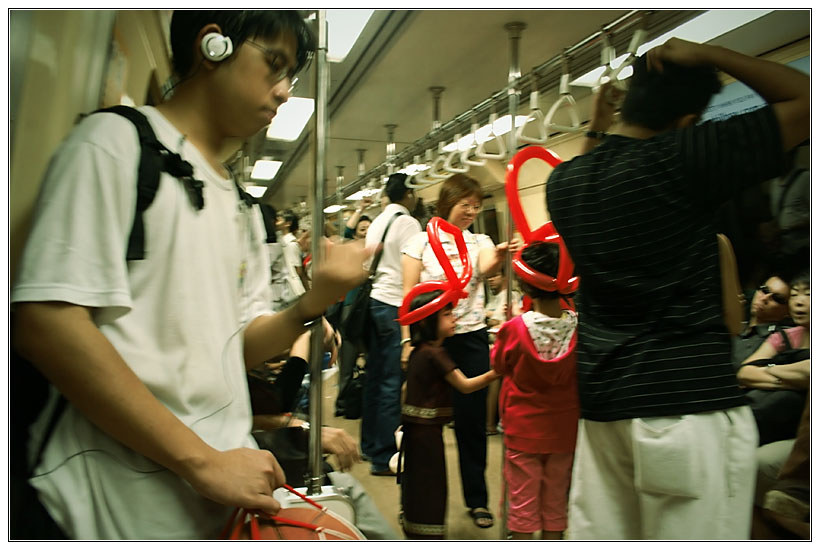 Singapore : Kids in the Subway