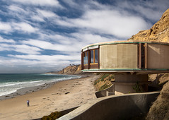 Bell Beach Pavilion photo by Chimay Bleue