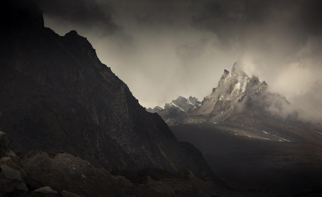 Welcome to Mordor photo by Pichaya V. (Zolashine)