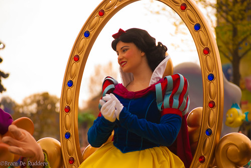 Snow White in Stars 'n Cars photo by B's_Gallery