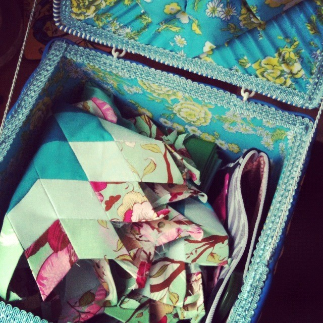 Vintage sewing box, a new home for paper piecing projects