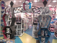 Monster High Toy Store nefera rochelle operetta jackson car draculaura  abbey  box photo by super.star.76