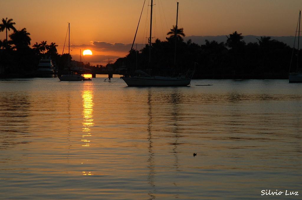 Sunset photo by Silvio Luz