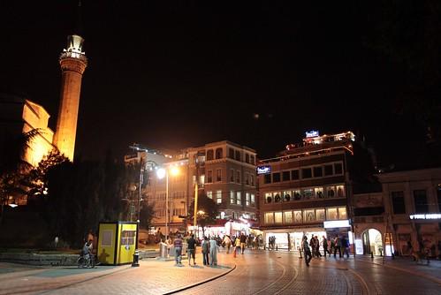夜晚的藍色清真寺旁