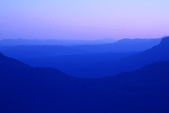 Blue Mountains at dusk photo by cheezepleaze