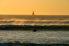 Cape Town sunset: sailing & surf / vela e surf photo by Stefano Gambassi
