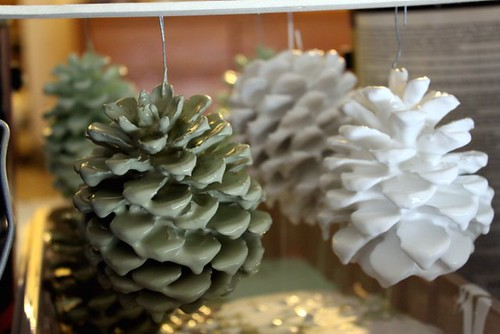 Diy christmas ornament 18 paint dipped pinecones for How to paint pine cones for christmas