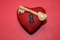 Key to My Heart Cupcake photo by Nadia Bakes