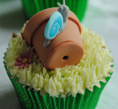 Snail and plant pot cupcake! photo by thecustomcakeshop