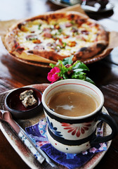 Pizza and coffee photo by Rosanna Leung