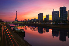 Pont de Grenelle - Paris 6.53am photo by Cal Redback