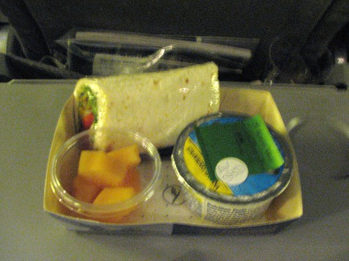 Breakfast service on LH417 before landing : <acronym title=