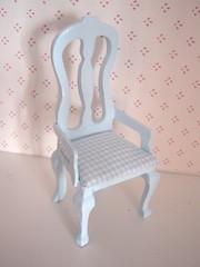 nukketalon tuoli uudistettuna