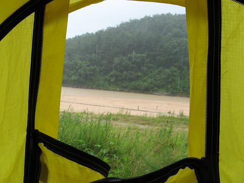 See how the colour of the river has changed? / 川の色が・・・