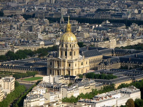 Les Invalides in the centre