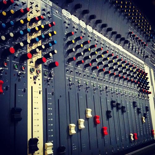 Console de studio analogique 27 pistes (vers 1990)
