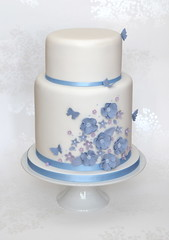 Dusky blue wedding cake photo by madebymariegreen