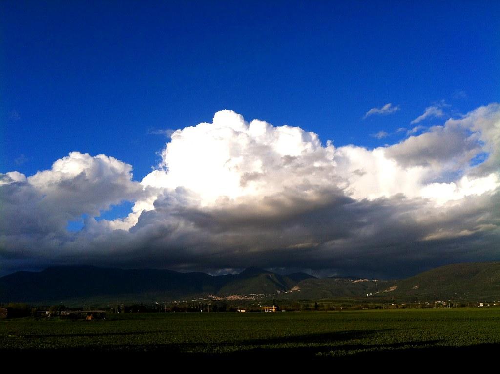 express clouds photo by ΞSSΞ®®Ξ