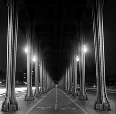 Pont de Bir-Hakeim photo by Zeb Andrews