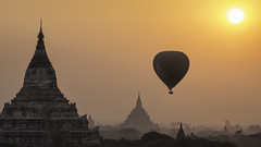 Balloon over Bagan photo by Oscar Tarneberg