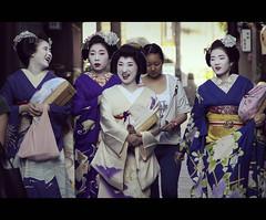 Funny Maikos & Geikos (Kyoto, Japan) photo by Shanti Basauri