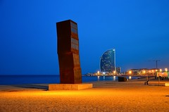 Plaça del mar photo by nic( o )