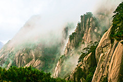 Clouds of Mist at Huangshan 黄山 (Yellow Mountain), Anhui, China photo by eric_hevesy