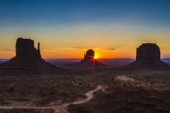 Monument Valley Sunrise photo by Ian Foote